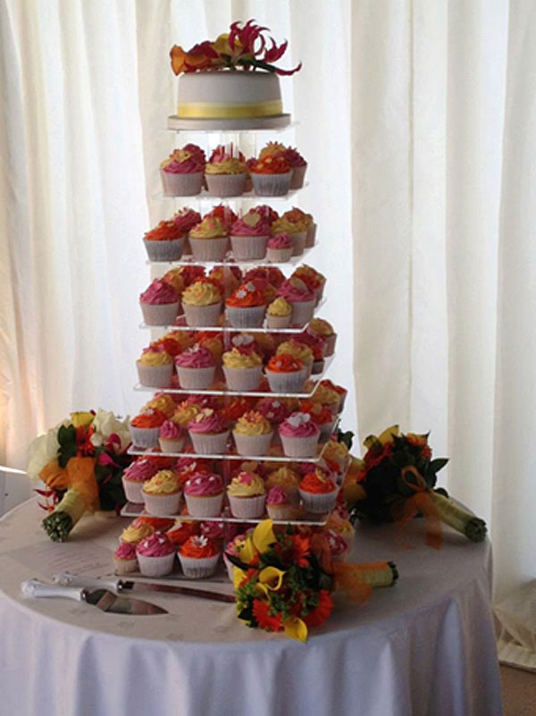 The Hot Shots | Wedding cakes - A perk of the job!